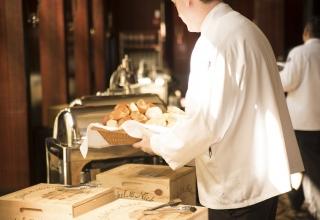 waiter-492872_960_720