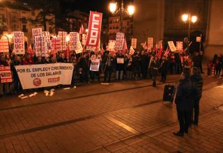 CCOO y UGT protestan frente a la FER