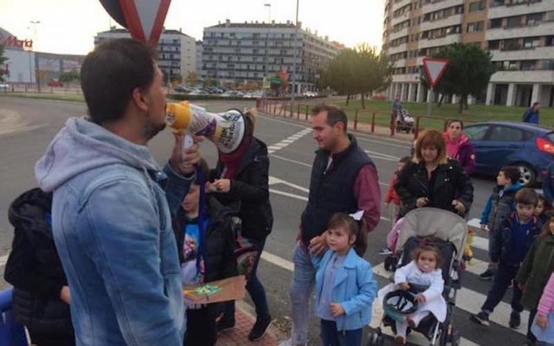 La Federación de Enseñanza de CCOO de La Rioja defiende los derechos del barrio de Los Lirios