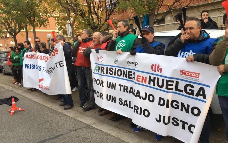 Los trabajadores de prisiones reclaman a Grande-Marlaska un trabajo digno y un salario justo