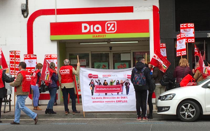 CCOO se concentra en DIA en defensa del empleo