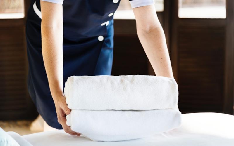 El 70% de las camareras de piso se automedica para soportar la carga de trabajo