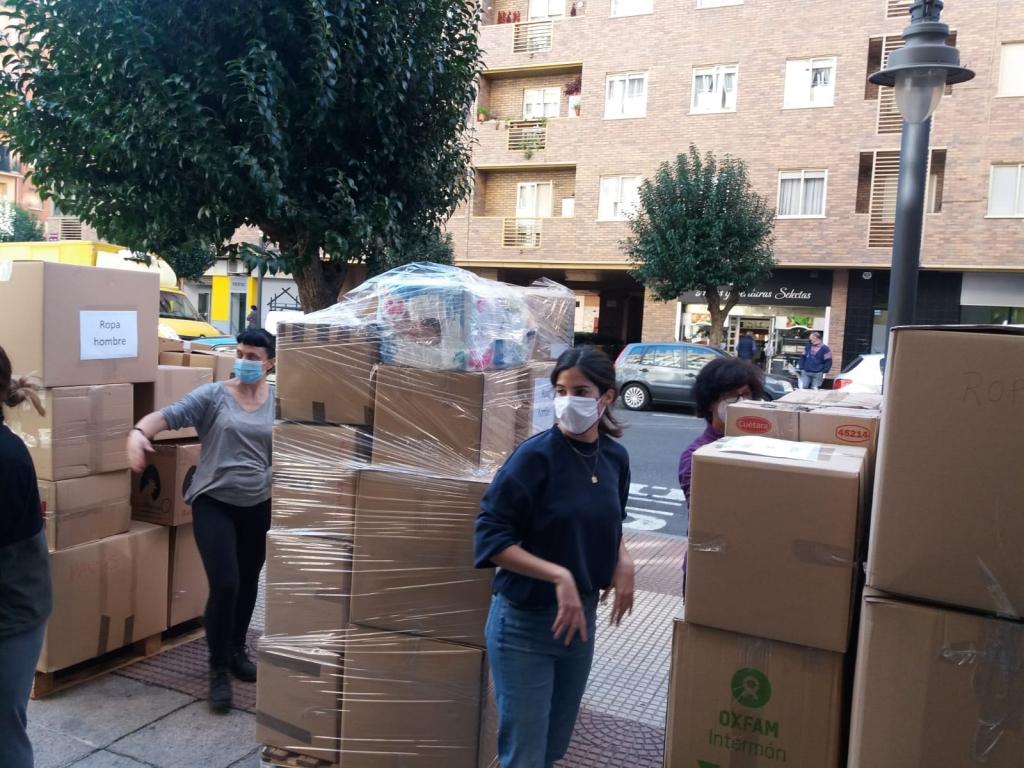 Refugiados, recogida, ropa, solidario