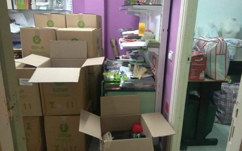 Más de 2.000 kilos de ropa y comida para las personas refugiadas