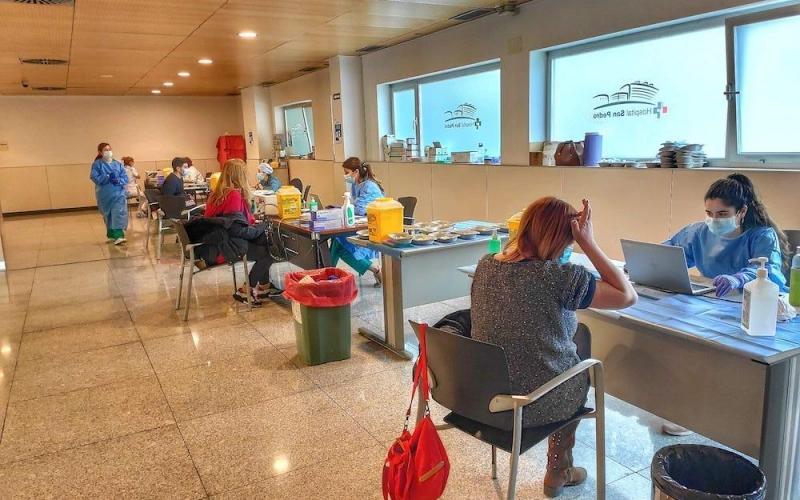 CCOO exige aclaraciones sobre la vacunación del personal de los centros educativos